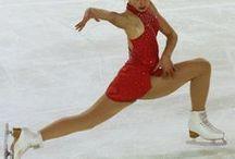 Patinage artistique / Le CNED permet à tous les sportifs de vivre leur passion tout en continuant leurs études.   Découvrez les parcours de jeunes sportifs talentueux qui allient la pratique du patinage artistique à haut niveau et les études!