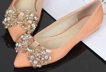 Zapatos/Shoes / by Dani Alfonsina