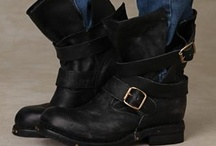 Shoes - Boots Flat / by Diane Gervais