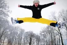 Trampoline en hiver / Ce qui est bien avec le trampoline, c'est qu'on peut en faire toute l'année, même en hiver ! Conçu pour rester dehors toute l'année, le trampoline assure des moments fun 365 jours/an ! http://www.france-trampoline.com