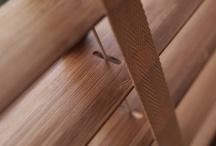 Holzjalousien / Shutter Wood / Holzjalousien sind eine sehr dekorative Variante der Jalousien. Es gibt sie in 50mm und 25mm breiten Lamellen und den verschiedensten Holzdekoren. Sehr dicke Leiterbänder machen die Holzjalousie erst recht zu einem Hingucker! Genauso wie Jalousien aus Holz gibt es baugleich auch Jalousien mit Bambuslamellen.