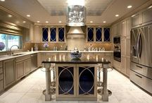Kitchen Design / Contemporary, Transitional & Traditional Kitchen Designs  / by Wendy Tomoyasu