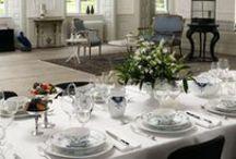 Tableware / Borddekkingsutstyr: serviser, glass, bestikk, duker, servietter etc