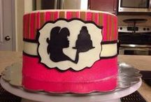 T-Tuttlecakes Tuttle / She taught herself to make cakes by watching youtube videos!