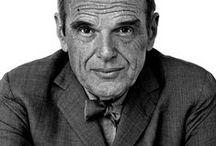 Charles Eames / Charles Ormond Eames, junior, dit Charles Eames né le 17 juin 1907 et décédé le 21 aout 1978 à Saint Louis dans le Missouri, était un designer, architecte et cinéaste américain. Il a principalement travaillé avec son épouse, Ray Eames et est considéré comme un designer majeur du XXe siècle car il a su faire évoluer le design vers la production de masse. Retrouvez des reproductions de meubles inspirés par ce designer sur http://meublesetdesign.com