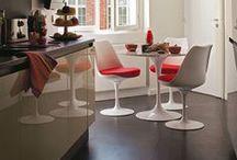 Le rouge par Meubles & Design. / Le choix d'une couleur pour agrémenter une pièce définit l'ambiance que l'on cherche à lui donner. Les teintes chaudes, comme le rouge, réchauffent une atmosphère. Meubles et Design vous présente sa sélection.