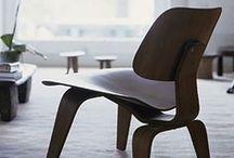 LCW - Eames / Cette chaise design voit le jour en 1945 suite à des recherches du couple Eames sur de nouvelles techniques de mise en forme du bois. Son design suit les courbes du corps humain. Meubles et Design vous en propose des reproductions fidèles et qualitatives