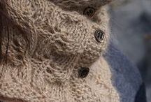 Knitting Scarves, Cowls / by Sylvia Gauthier