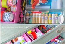 Craft Room {Home Organization} / Ideas and inspirations for creating and organizing a space dedicated to crafts and sewing