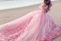 Stunning gowns / I think I have to get rich and get in to high society so I can wear this!