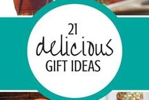 Edible Gifts + Food Gift Recipes / This board is full of homemade gift food ideas for Christmas and any holiday. Brownie mix recipes, cookie mix recipes, jam recipes, cake recipes, snack recipes, candy recipes, fudge recipes. Food gift ideas, food gift recipes, diy food gifts. Edible Christmas gifts.
