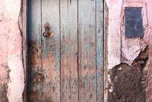 E X T E R I O R S / Doors, exteriors and pretty facades