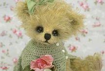Teddy Bears / by Sunny Arrant