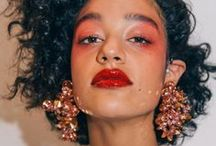 STATEMENT Jewellery / Make a statement with your jewellery - how to style your outfit with the coolest, most eye-catching jewellery these days