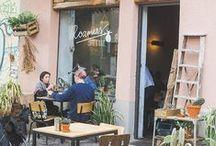 Restaurants | Coffee Shop | Stores / Locales. Dónde tomar café o comprarse una camiseta.