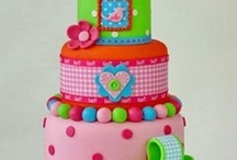 Cakes / by Tatiana Moraes Mafessoni