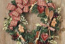 ♥ Seasonal Door Wreaths
