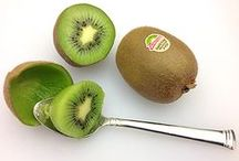 How to Eat Kiwi / Kiwi is easy to eat! Just cut in half and scoop out with a spoon!