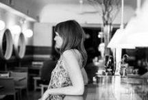 Entrevista a la fotógrafa emergente Clara Ares, exalumna del Curso de Postgrado de Diseño Gráfico / Creadora sin límites. Autodidacta. Fotógrafa emergente. Es el reflejo perfecto de que nunca es tarde para una nueva oportunidad. Su pasión por capturar el momento la ha llevado a transformarse en una verdadera artista visual. Hablamos de Clara Ares, quien decidió seguir su instinto y realizar el Curso de Postgrado de Diseño Gráfico en su última edición del IED Madrid, para dar un giro profesional y moverse en el mundo del diseño, del dibujo, la pintura, la música, el video y la fotografía