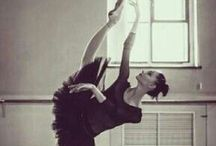 Extension / Ballet in black and white