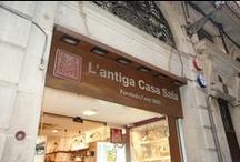 Nuestra tienda en Barcelona / Fotografías de nuestra tienda en el centro histórico de Barcelona, un lugar increíble para perderse entre sus callejuelas. / by l'Antiga Casa Sala