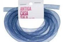 Cordón de plástico enrejado tubular  (plastic mesh cord) / para hacer: https://www.pinterest.com/pin/163114817729396644/  to make: https://www.pinterest.com/pin/163114817729396644/ / by l'Antiga Casa Sala