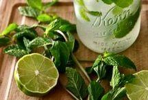 Om nom nom - Cocktails and other beverages / by Karin Elizabeth