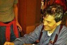 """Ciao Freak Antoni / In memoria di Roberto """"Freak"""" Antoni (Bologna, 16 aprile 1954 – Bologna, 12 febbraio 2014) è stato uno scrittore, cantante, attore, performance artist e disc jockey italiano"""