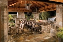 Stone Outdoor Kitchen / Outdoor Kitchen's using Stone Veneer for a Natural Design