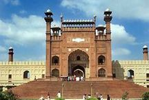 Lahore لاھور / Lahore (لاہور‎) is the capital city of the province of Punjab, the second-largest metropolitan area in Pakistan and with a population of 10,052,000 people, it is the 15th-most-populous city in the world.