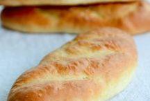 Pães, pães doces e cucas / Preparar pães em casa é uma experiência maravilhosa que é mais fácil do que você imagina. Aqui em casa pão caseiro entrou na nossa rotina e as possibilidades de sabores e texturas são infinitas.   Confira as receitas de pão caseiro, pão recheado, pão integral, pão saudável, pão doce e até a tradicional cuca feita no RS.