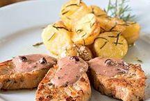Carnes e aves / Aqui você encontra uma inspiradora seleção de receitas preparadas com as mais variadas carnes. Tem carnes assadas, grelhadas, preparadas na airfryer (fritadeira sem óleo) e muito mais.   Além de carnes, vamos compartilhar receitas com carnes, como bolinhos, tortas e assim por diante.