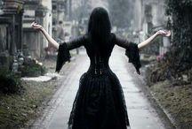 Gothic is not dead / Gothic-punk-rock romantic aesthetics