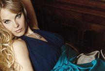 Elīna Garanča  / Amazing pictures from the most gifted Lyric singer of her generation. I am a big fan. Elīna Garanča
