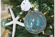 Christmas at the Beach / Sometimes you just need to get away during the holidays. Or maybe you live by the beach year-round! Here are some wonderful ideas for your beach-themed Christmas decor.