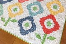 Flower Garden / Fabric, quilts, projects and ideas that are bursting with florals!