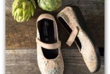 Vegan Shop / The shoes in this shop are made entirely without animal-based materials and often feature natural, sustainable materials or man-made synthetics. This means no leathers, furs, wools, or downs are used in favor of using materials such as hemp, canvas and plastics.