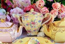 *TEA**CUPS* / Beautiful drinking cups.