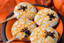 Trick or treat! / Celebrate the colors of fall! Here you can find inspiration to carve your pumpkins and ideas to make terrific sweets & snacks for a Halloween party :)