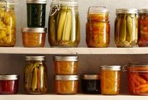 Preserving & Canning / There are many ways to enjoy fruits, vegetables and herbs. You can choose between fresh, jams, butters, salts... Learn how to preserve them and you will enjoy your homemade groceries all year round.