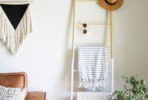 DIY Dowel Blanket Ladder / DIY Ladders that lean against the wall to hold blankets, towels, magazines, keys, hats, purses, etc. #diyladder #diyladderdecor #diydowelladder #dowelladder #diydecor