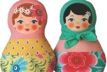 Mamushkas, Babushkas y MatrioshkaS / Mi hija Sofía ama estás Muñequitas Rusas. Por eso siempre estoy buscándolas en cualquiera de sus versiones para compartirlas con ella. Te gustan también?? entonces mira las que estoy reuniendo aquí ;)