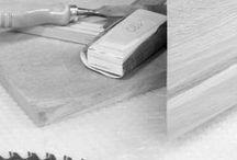 Les coulisses, behind the scenes | La Maison James / Les coulisses, behind the scenes | La Maison James Les coulisses de l'entreprise La Maison James à Saint-Laurent de Cuves en Normandie. Atelier, Bureau d'étude.  @lamaisonjames #design #cabinetmaker #headoffice #work #wood #desk #office #deco #details #lamaisonjames