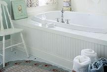 Bathrooms / by Deeanna Cardell