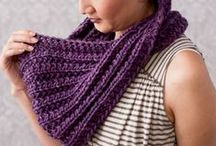 Infinity Scarf Patterns / Looking for an infinity scarf pattern? Look no further! We have the project you're looking for (and some of these infinity scarf patterns are free!)