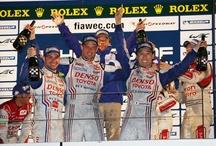 Toyota Racing na torze Fuji, Japonia / Z  radością informujemy o  zwycięstwie zespołu Toyota Racing w wyścigu Six Hours of Fuji w ramach sezonu FIA World Endurance. Jest to pierwszy rok startów Toyoty i zarazem drugie po wyścigach w San Paulo zwycięstwo. Za kierownicą hybrydowego bolidu TS030 zasiedli Alex Wurz, Nicolas Lapierre, oraz Kazuki Nakajima, wyprzedzając drugi na mecie zespół o ponad 11 sekund.