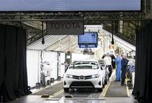 Otwarcie linii produkcyjnej nowej Toyoty Auris w Burnaston.   / Nowy Auris zadebiutuje w Polsce podczas premiery w dniach 11-13 stycznia  2013 roku. Początkowo kompaktowa Toyota będzie dostępna z 5-drzwiowym  nadwoziem hatchback oraz silnikami benzynowymi i Diesla. W kolejnych  miesiącach zadebiutuje wersja hybrydowa oraz nadwozie kombi o nazwie Touring  Sports, dostępne z trzema rodzajami napędu.     Ceny nowej Toyoty Auris będą rozpoczynały się od 59 900 zł.