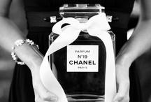 Perfume / Mijn Burberry-luchtje is op, hoog tijd voor een nieuwe parfum. Maar welke?? Iedere dag probeer ik bij de 'MOOI' een nieuw luchtje (aangeraden door mijn persoonlijke styliste :-), tips geven mag natuurlijk ook!)