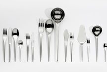 Les couverts / Serafino Zani proposes different cutlery sets, those simple objects for everyday use, possesses cultural implications and welldefinited image, which is something Serafino Zani designers take into account. The exclusive and functional form of the Serafino Zani collections make the harmonious development of nature come alive in steel. Serafino Zani's cutlery is made of high quality, very thick 18/10 stainless steel, perfectly mirror polished by hand