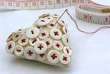 Buttons - Nappeja / Kuka olisi uskonut, että nappeja voi käyttää näinkin monin tavoin...